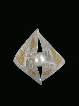 Pearl Pendant by Linda Lewis